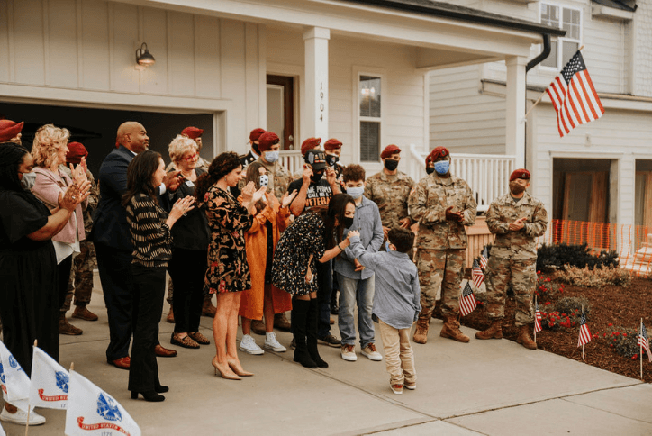 Hero Home Familiy receives keys to their new home